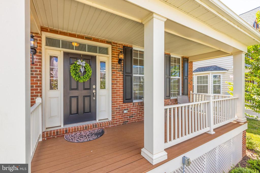 Front porch with trex decking - 43172 ASHLEY HEIGHTS CIR, ASHBURN