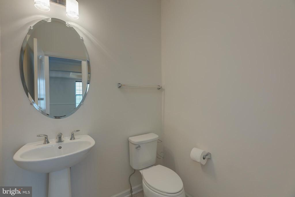 Half bath on main level - 43172 ASHLEY HEIGHTS CIR, ASHBURN