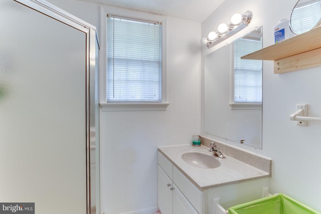 Bathroom #3 - 805 GOLDEN ARROW ST, GREAT FALLS