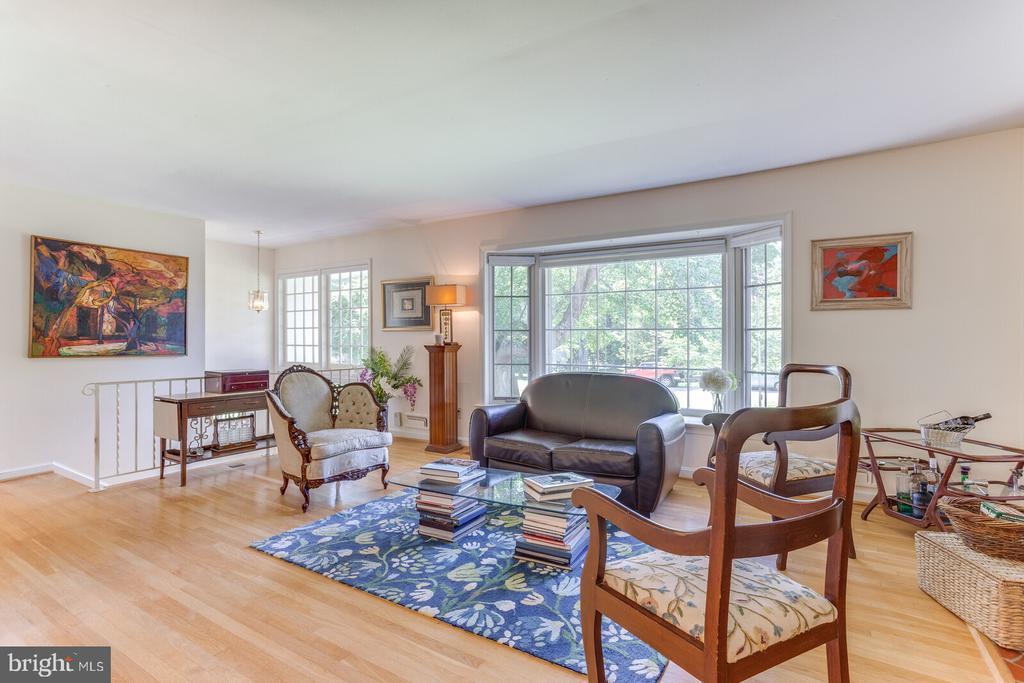 Living Room with Bay Window - 805 GOLDEN ARROW ST, GREAT FALLS