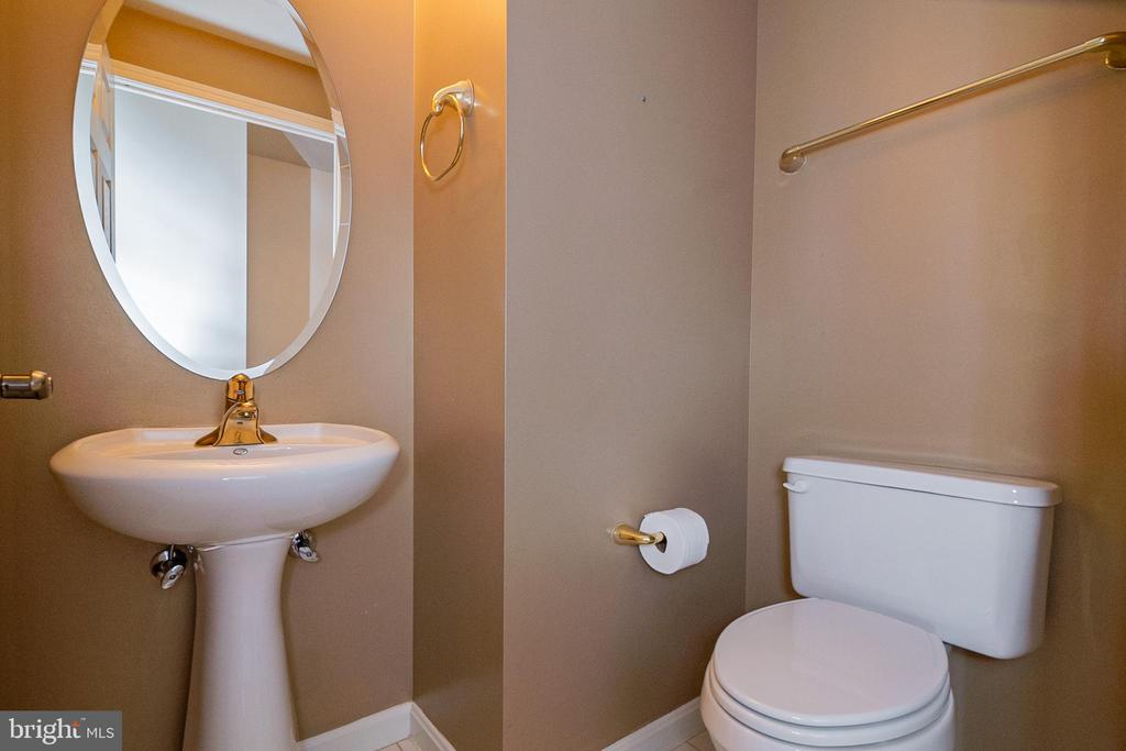 Powder room - 19365 CYPRESS RIDGE TER #417, LEESBURG