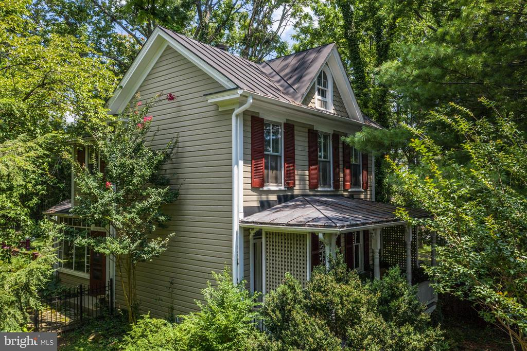 Oh the Luxury of living in the past! - 16 UNION ST NW, LEESBURG