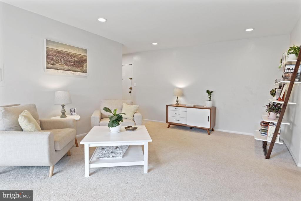 Living Room - Soft Gray Paint - 1931 WILSON LN #102, MCLEAN