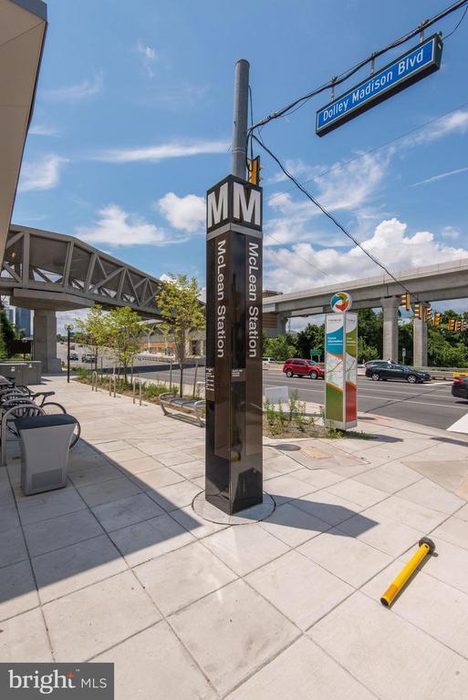 Less than 1 Mile to McLean Metro Station - 1931 WILSON LN #102, MCLEAN