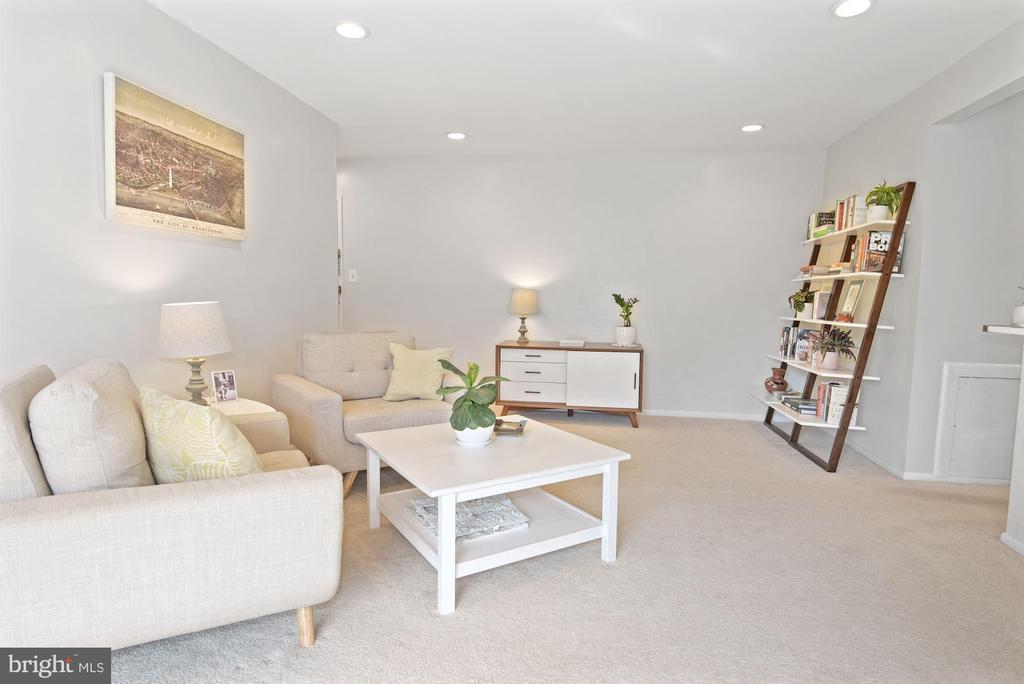 Living Room - Light, Bright, Open, & Airy! - 1931 WILSON LN #102, MCLEAN