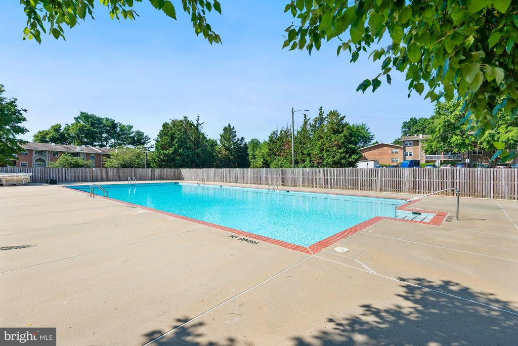 Community Pool - 1931 WILSON LN #102, MCLEAN