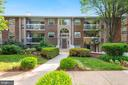 Exterior - Beautifully Landscaped Lawn & Gardens! - 1931 WILSON LN #102, MCLEAN