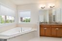 Spa like en suite bath with soaking tub - 7142 DEGROFF CT, ANNANDALE