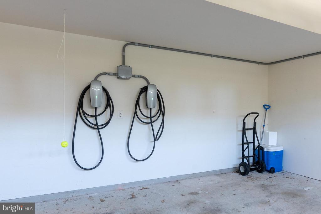 Two car garage with electric car charging station - 7142 DEGROFF CT, ANNANDALE