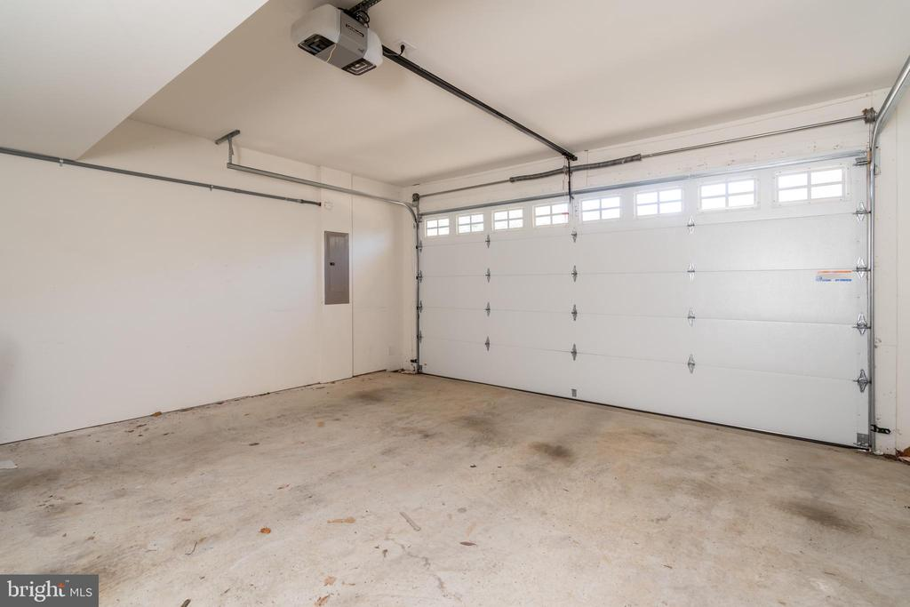 Attached two car garage - 7142 DEGROFF CT, ANNANDALE