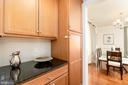 Convenient Butler's Pantry - 7142 DEGROFF CT, ANNANDALE