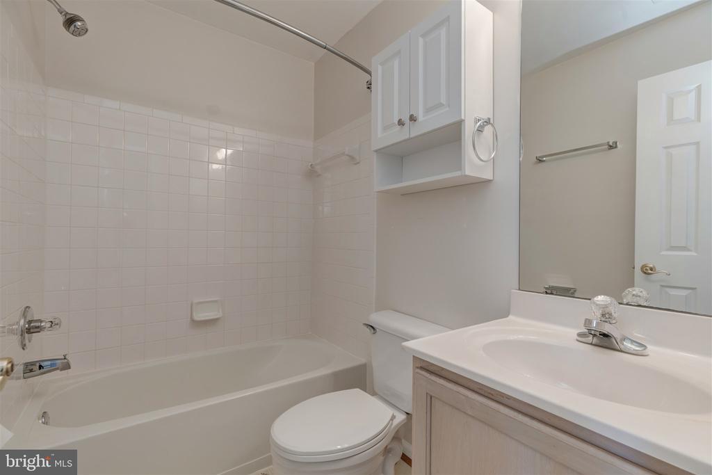 Hall Bath - 6948 BANCHORY CT, ALEXANDRIA