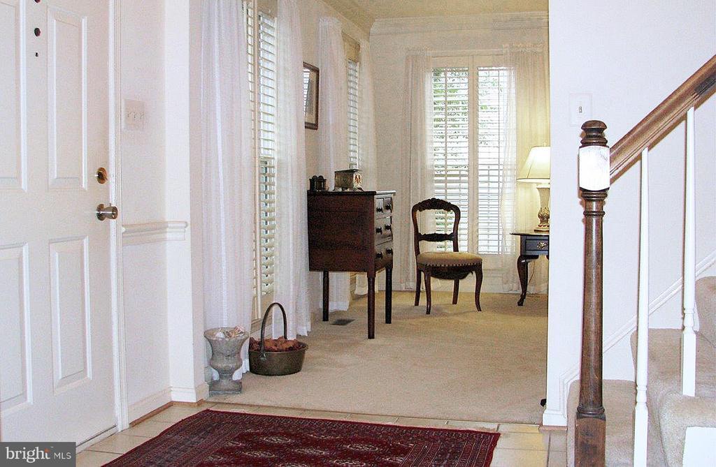 Foyer / Living Room - 14504 S HILLS CT, CENTREVILLE