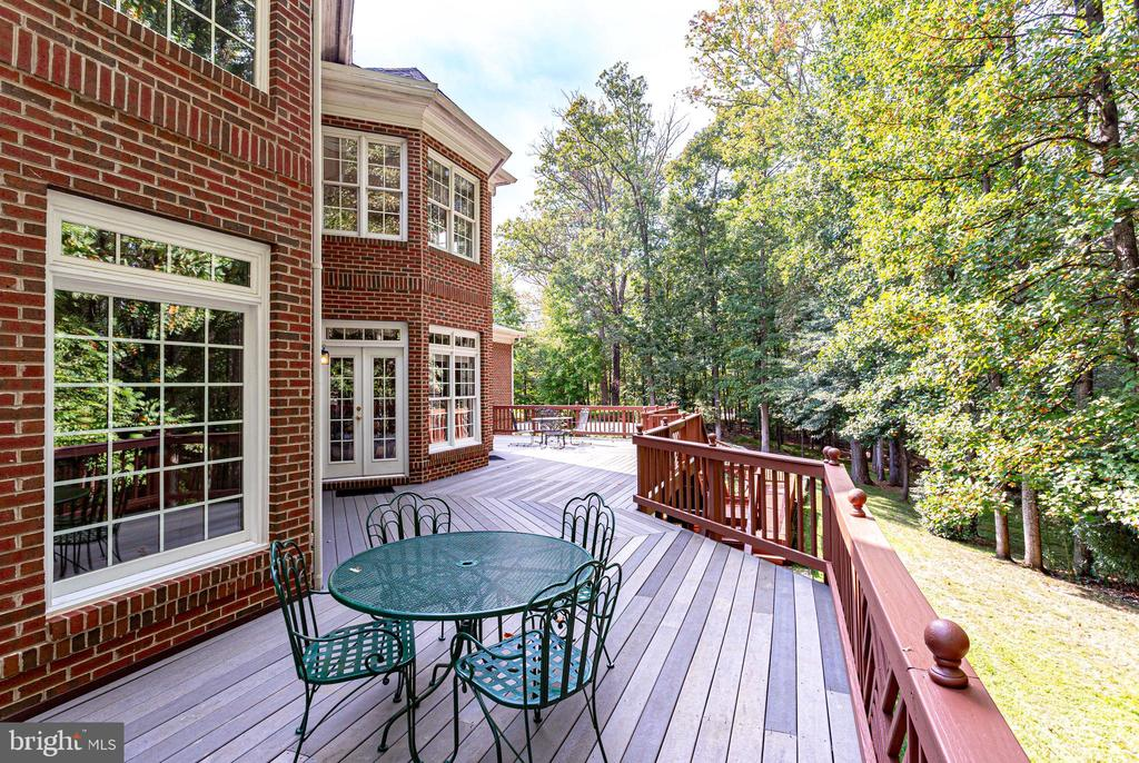 Spacious deck - 11604 TORI GLEN CT, HERNDON