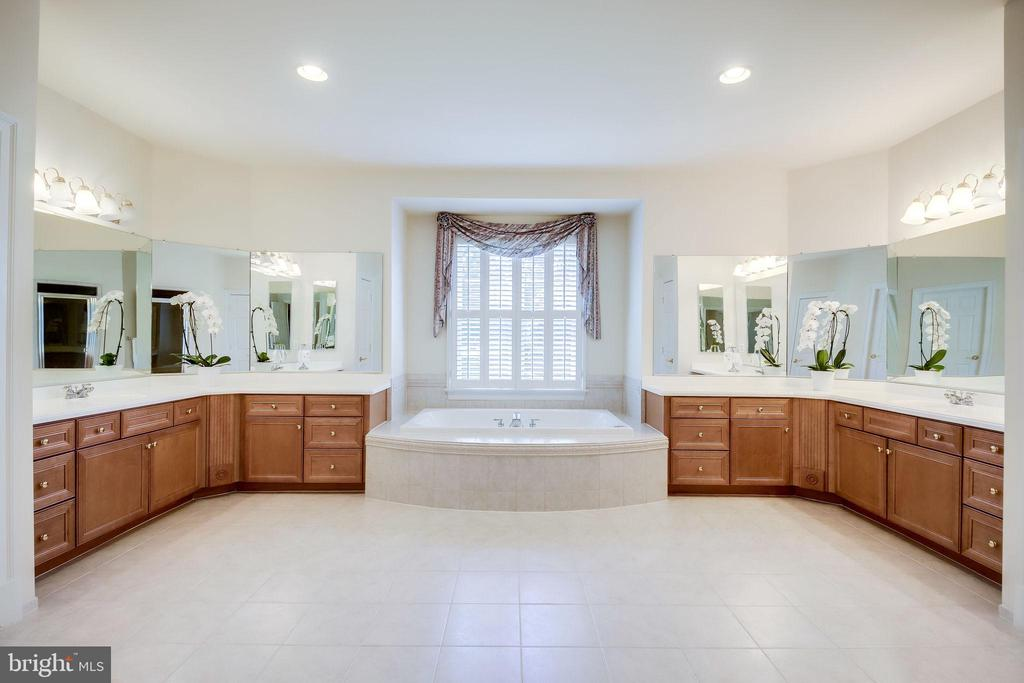 Master Bathroom - 11604 TORI GLEN CT, HERNDON