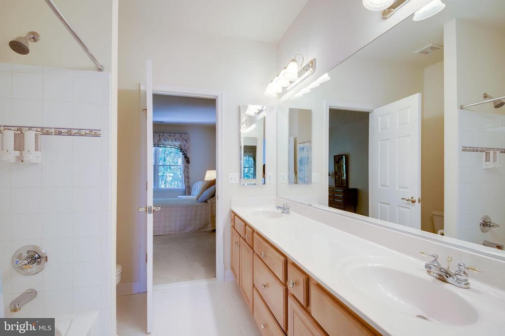 Jack and Jill bathroom - 11604 TORI GLEN CT, HERNDON