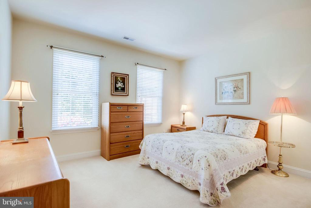 Bedroom #2 on Upper Level with en-suite bathroom - 11604 TORI GLEN CT, HERNDON