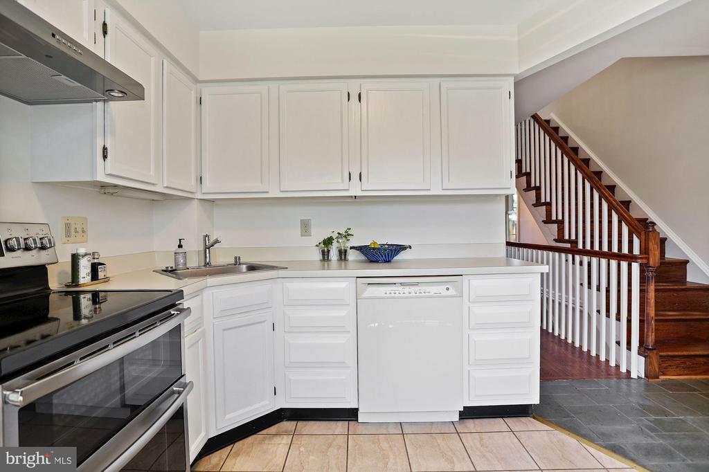 2016 GE double oven - 848 N FREDERICK ST, ARLINGTON
