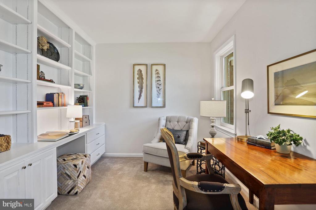 Bedroom 2 as home office - 848 N FREDERICK ST, ARLINGTON