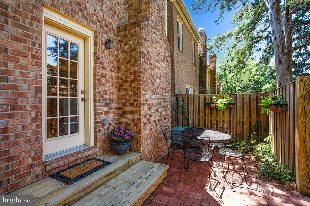 Grill or dine outdoors - 848 N FREDERICK ST, ARLINGTON