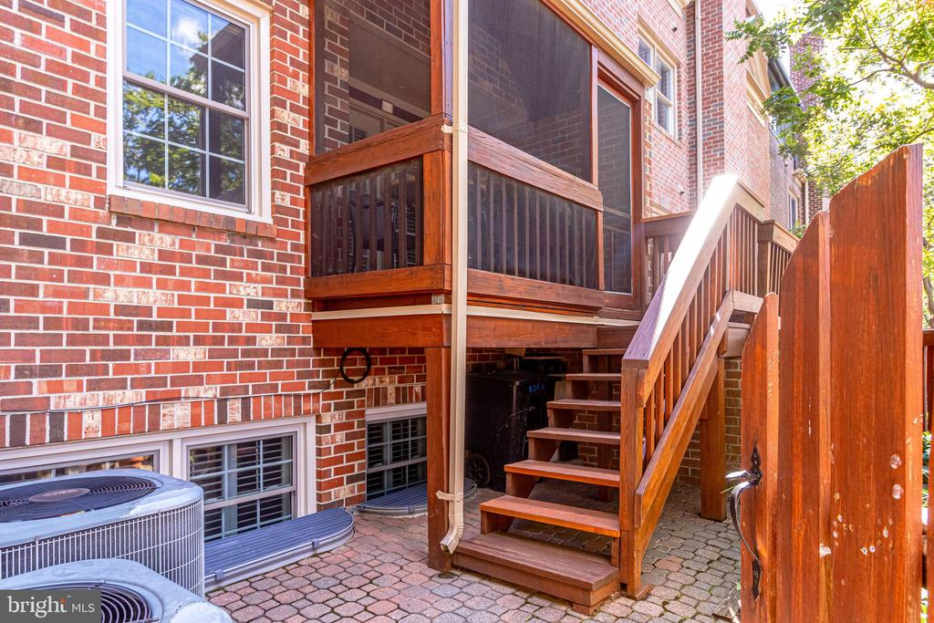 Brick Patio Space off Main Floor Screened Porch - 624-A N TAZEWELL ST, ARLINGTON