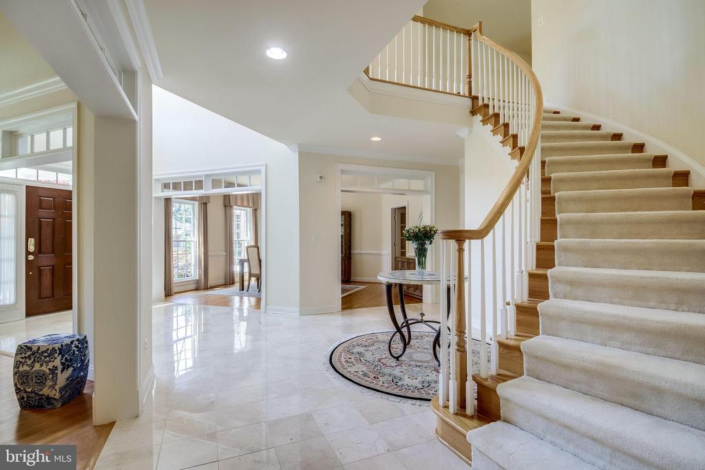 Bright and light foyer - 11604 TORI GLEN CT, HERNDON
