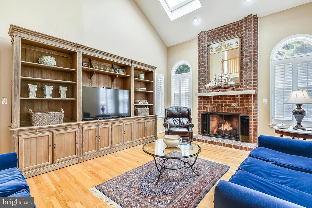 Family room has a fireplace with gas logs - 20405 EPWORTH CT, GAITHERSBURG