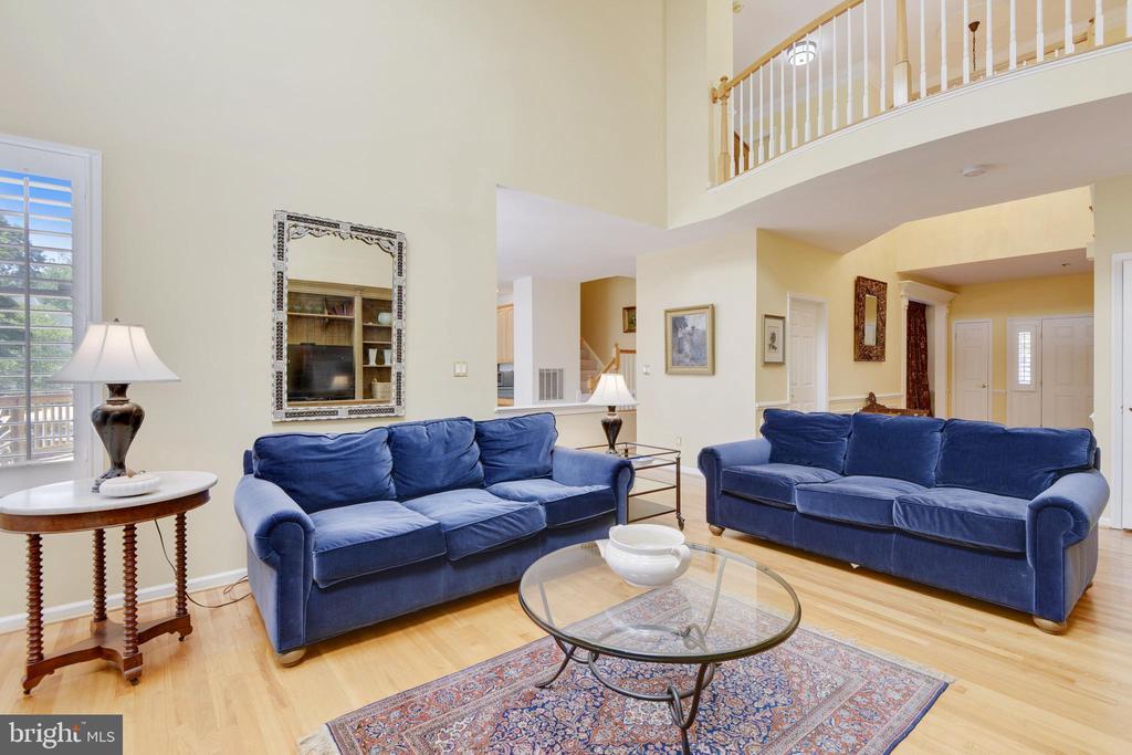Family room has gleaming hardwood floor - 20405 EPWORTH CT, GAITHERSBURG