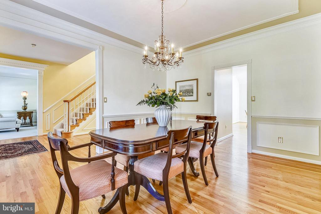 Formal dining room is open to the foyer and kitche - 20405 EPWORTH CT, GAITHERSBURG