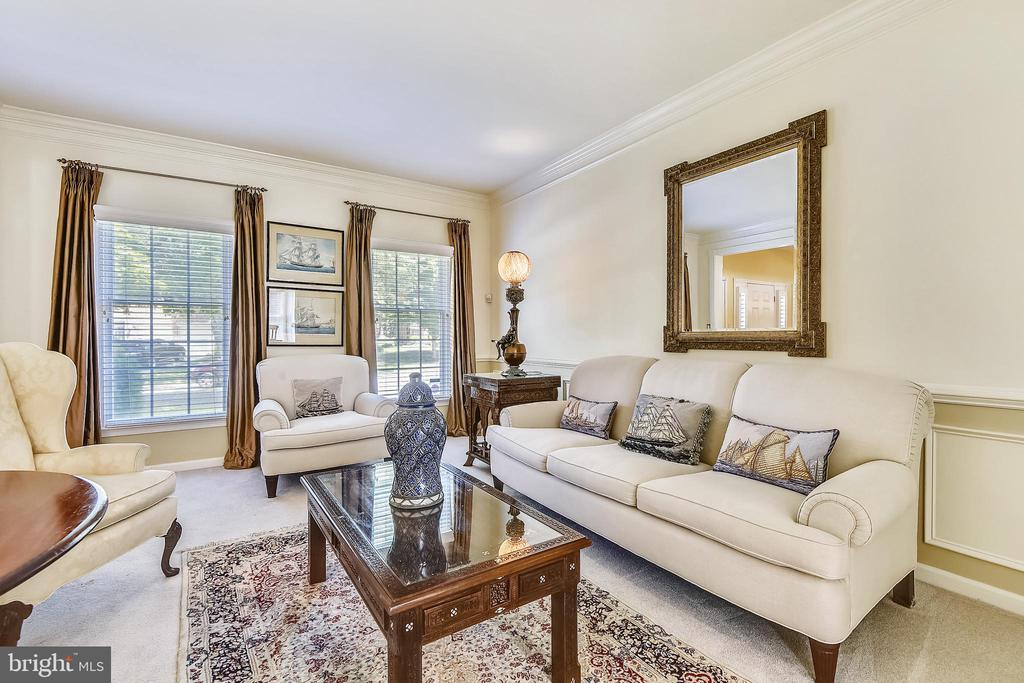 Formal living room has new wall to wall carpet - 20405 EPWORTH CT, GAITHERSBURG