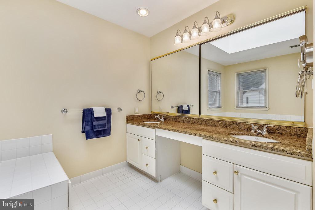 Master bathroom has double vanity - 20405 EPWORTH CT, GAITHERSBURG