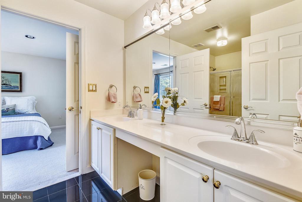 Shared bathroom for bedroom #2 & bedroom #3 - 20405 EPWORTH CT, GAITHERSBURG