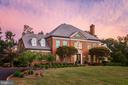 Meticulous landscaping and mature trees - 18692 RIVERLOOK CT, LEESBURG