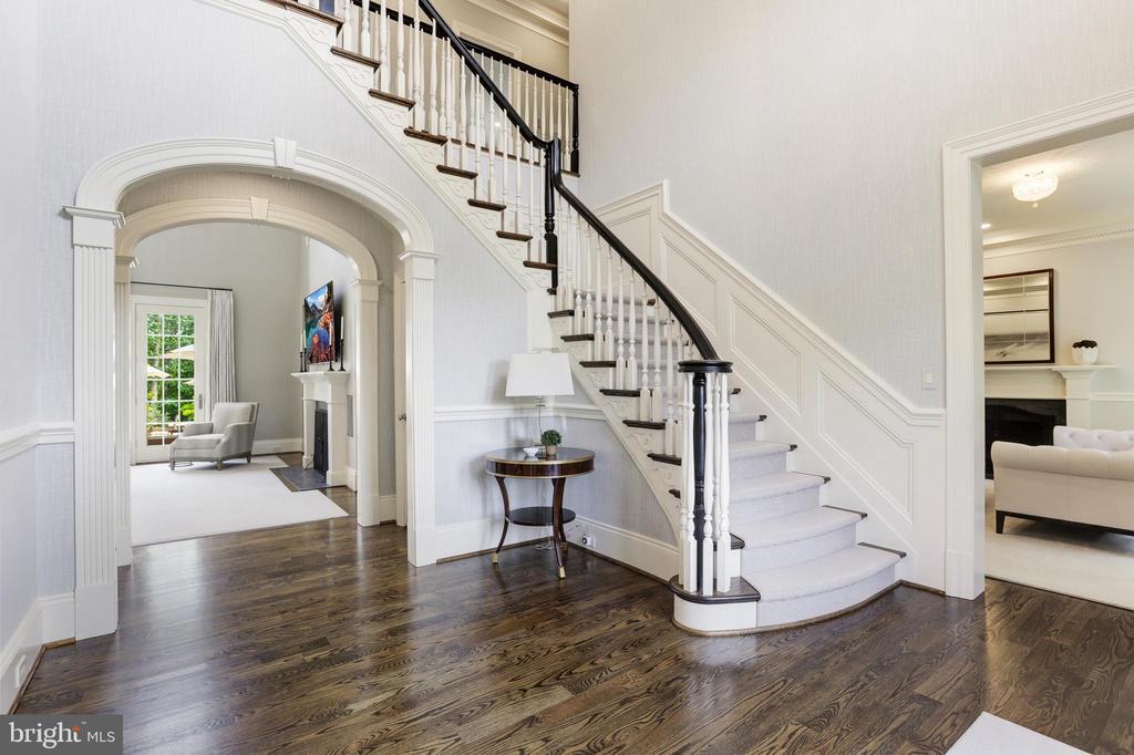 Stunning two-level foyer - 18692 RIVERLOOK CT, LEESBURG