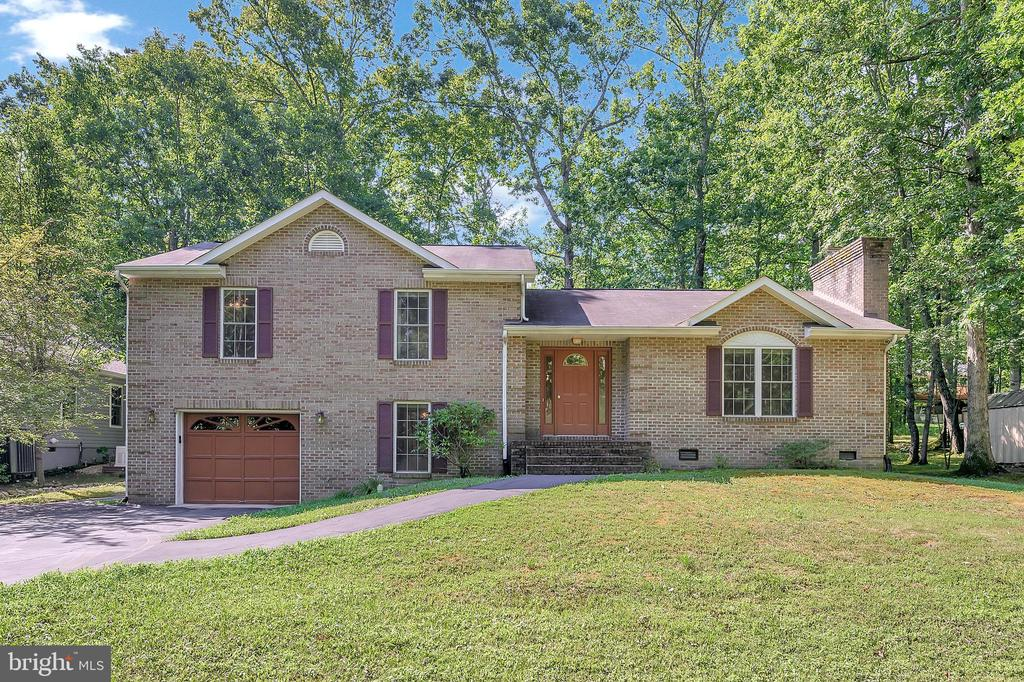Custom Brick Three Level Home - 1221 LAKEVIEW PKWY, LOCUST GROVE