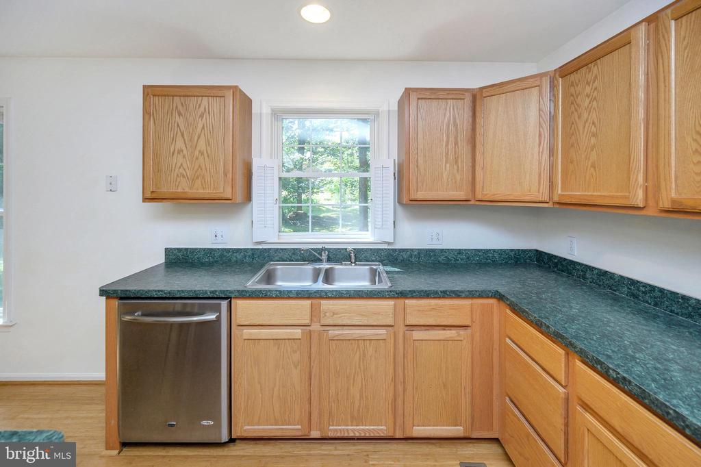 Kitchen - 1221 LAKEVIEW PKWY, LOCUST GROVE