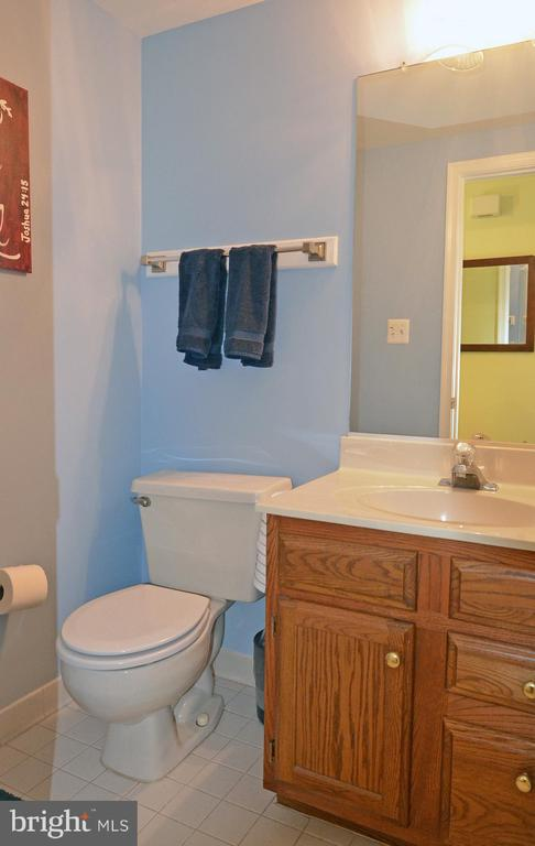 Main Level Powder Room - 2314 COLTS BROOK DR, RESTON
