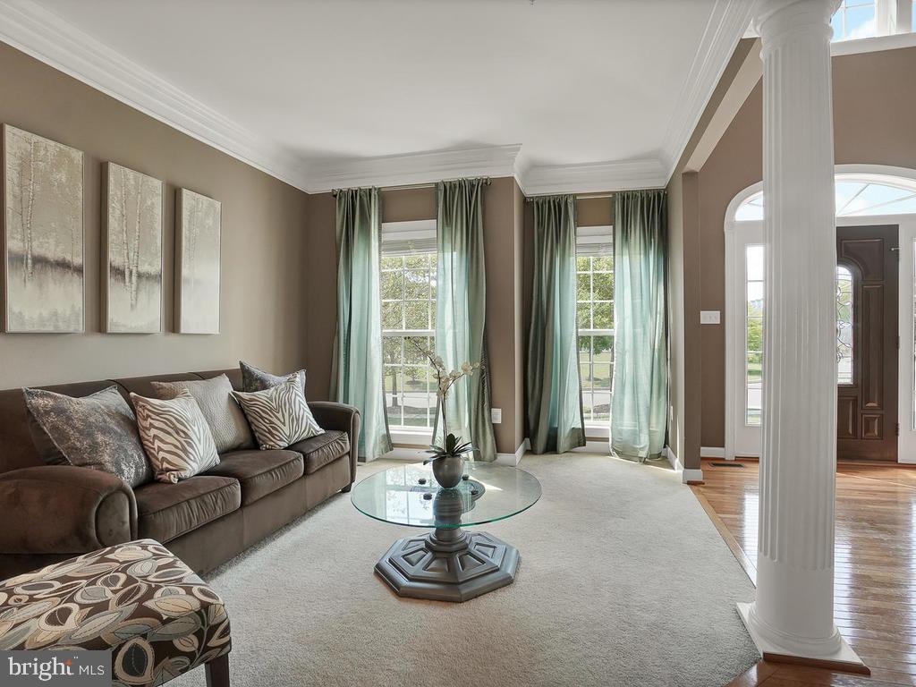 Light-filled living room. - 9509 TOTTENHAM CIR, FREDERICK