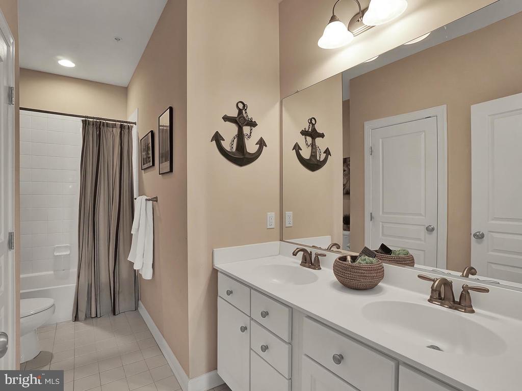 Upstairs hall bathroom. - 9509 TOTTENHAM CIR, FREDERICK
