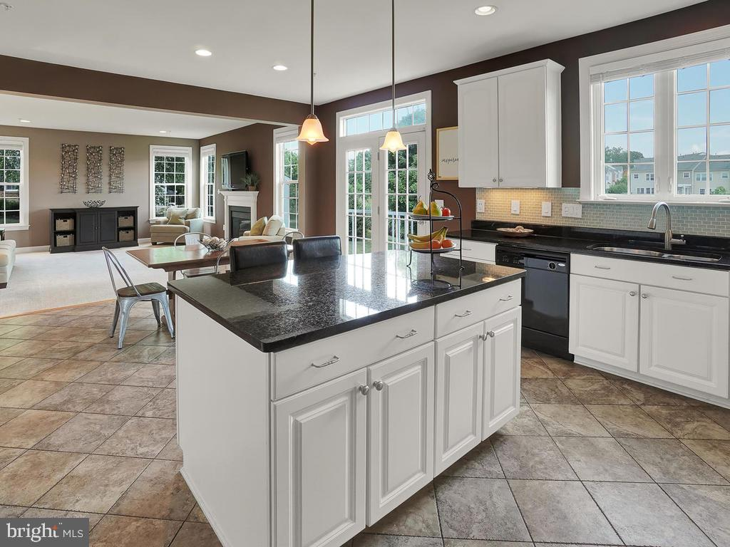 Expansive kitchen with center island & granite! - 9509 TOTTENHAM CIR, FREDERICK