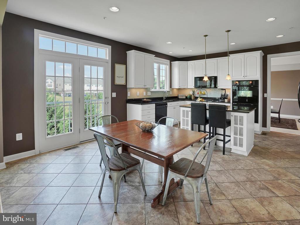 Kitchen features beautiful tile backsplash! - 9509 TOTTENHAM CIR, FREDERICK