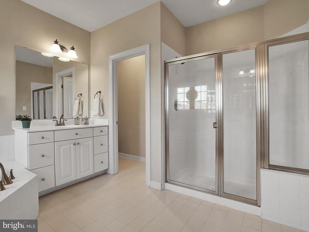 Master bath with dual sinks and separate shower. - 9509 TOTTENHAM CIR, FREDERICK