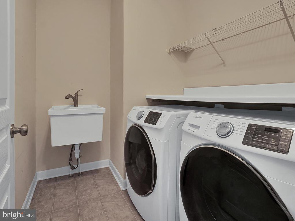 Convenient upstairs laundry room! - 9509 TOTTENHAM CIR, FREDERICK