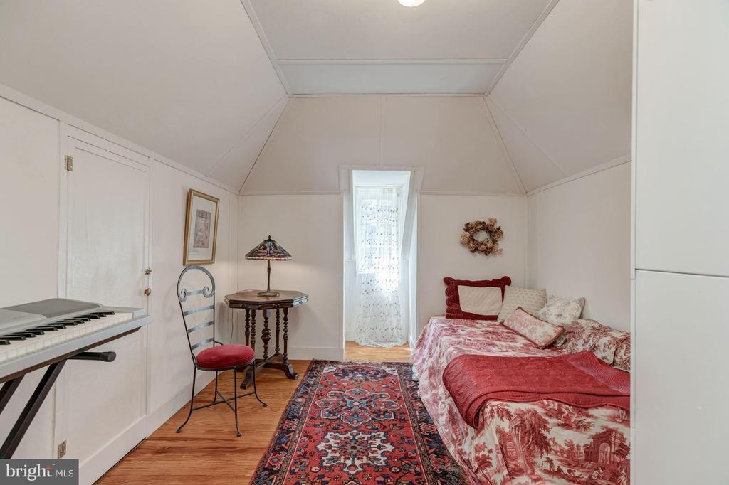 Attic playroom/storage/overflow sleeping - 3001 FOXHALL RD NW, WASHINGTON