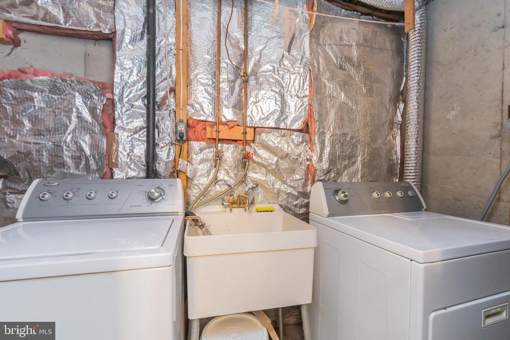 Lower level washer dryer. - 8203 WHITE STONE LN, SPRINGFIELD