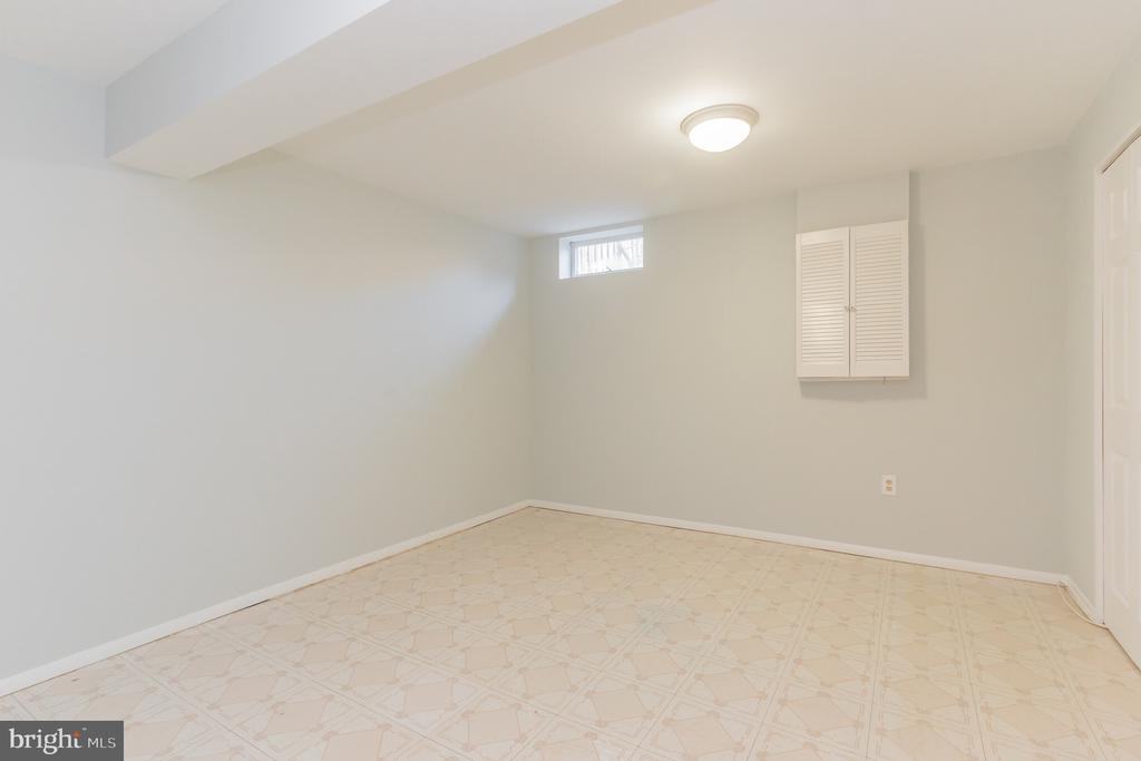 - 8203 WHITE STONE LN, SPRINGFIELD