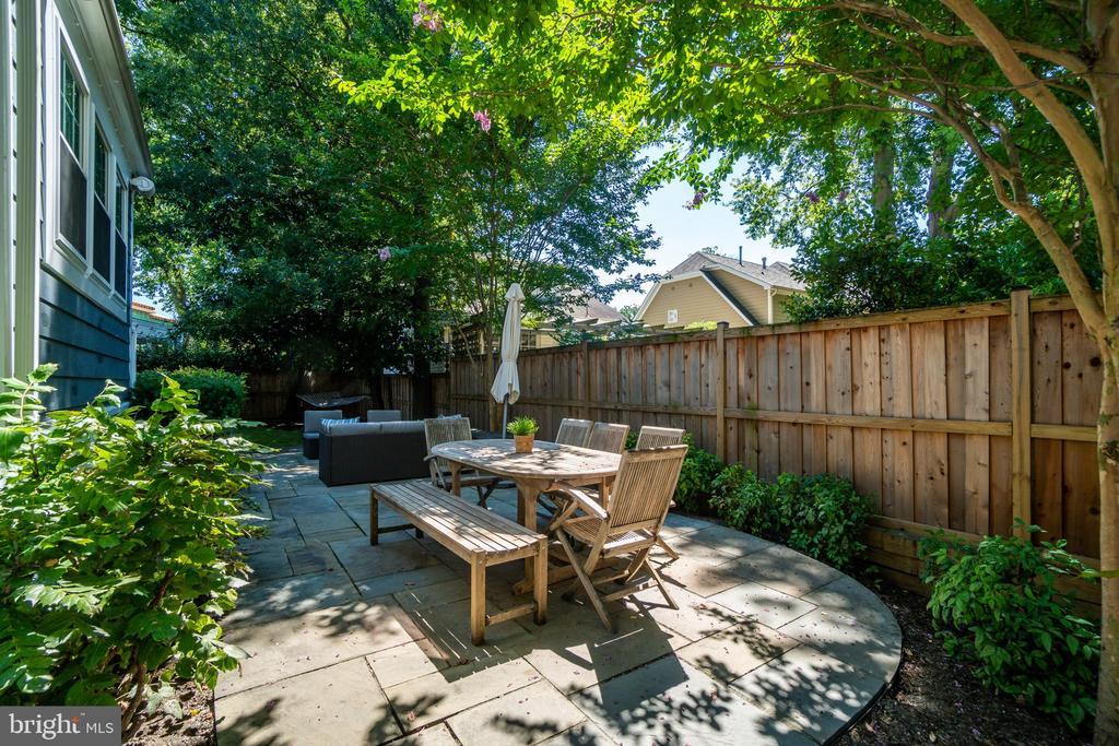 Backyard is fully fenced - 3506 7TH ST N, ARLINGTON