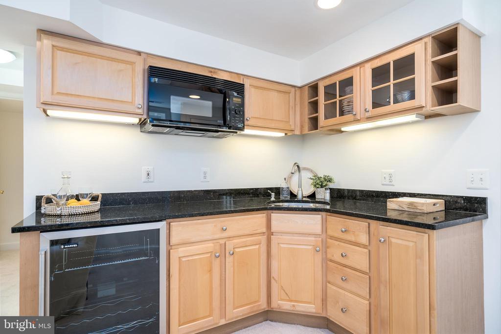 Kitchenette with wine fridge - 3506 7TH ST N, ARLINGTON