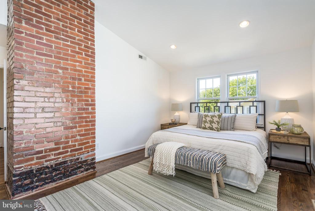 Owner's Suite with exposed brick - 3506 7TH ST N, ARLINGTON