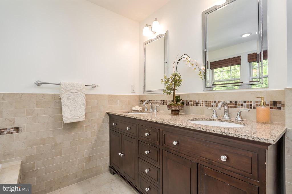 Double granite top vanity - 3506 7TH ST N, ARLINGTON